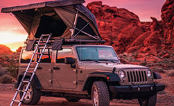Kanada Camper Modelle Jeep Wrangler mit Dachzelt